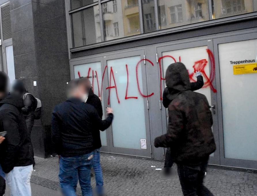 1 Mai 2021 Berlin 18 Uhr Demonstration Graffiti