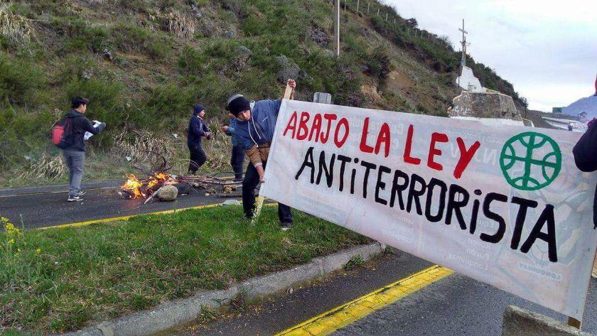 Mapuche Barrikade 1