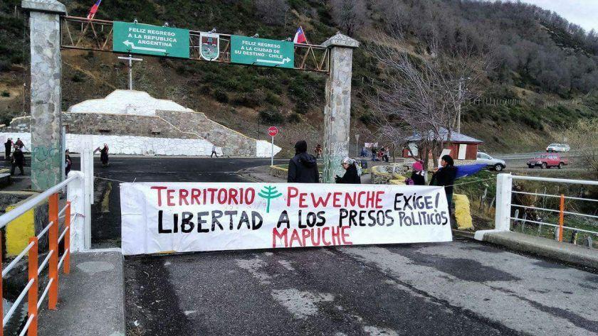 Mapuche Barrikade 2