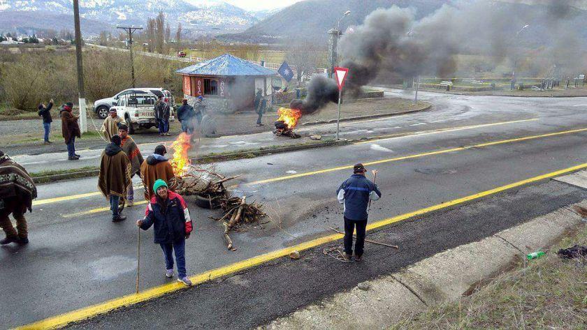 Mapuche Barrikade 3